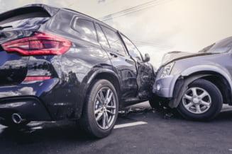 Un mort și șase persoane rănite într-o coliziune în care au fost implicate trei mașini