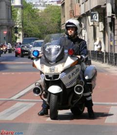 Un motociclist a fost lovit de o masina de Politie, dupa o urmarire de zece kilometri
