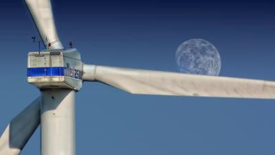 Un muncitor a murit dupa ce a ramas blocat intr-o turbina eoliana din judetul Constanta