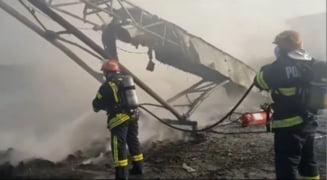 Un nou incendiu in Slatina. Focul a izbucnit la un depozit de materiale reciclabile VIDEO