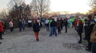 Un nou protest la Targu Jiu: Ne-au intoxicat aici. Murim cu zile!