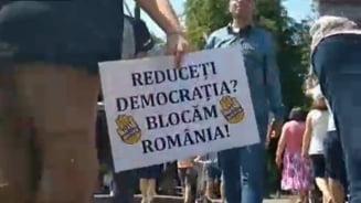 Un nou protest pe trecerea de pietoni la Cluj. Politia a intervenit, dar nu a avut ce sa faca (Video)