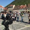 Un nou record mondial pentru cel mai mare lant de oameni care citesc a fost stabilit la Brasov