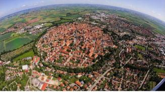 Un oras unic in lume se afla in Europa. E construit in interiorul craterului lasat de un meteorit (Video)
