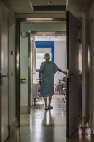 """Un pacient cu COVID-19 sustine ca a stat doua zile in spital fara sa fie consultat de nimeni. Director: """"Nu exista pacient nevazut"""""""