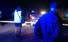 Un pieton a fost spulberat de o masina. Victima se deplasa pe carosabil, iar soferul a observat-o prea tarziu