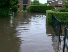 Un politician britanic explica inundatiile: Dumnezeu e maniat din cauza casatoriilor homosexualilor