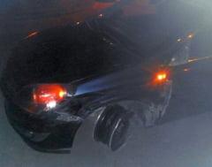 Un politist beat a provocat un accident rutier si a lovit doi martori