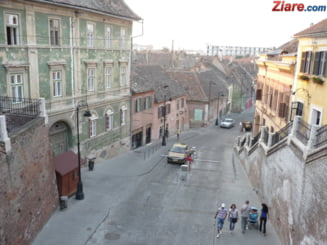 Un politist din Sibiu a fost arestat, dupa ce ar fi incercat sa violeze doua minore