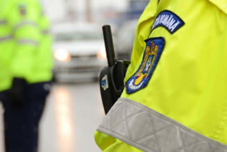 Un politist din Vaslui s-a fotografiat in lenjerie intima si cu un morcov in anus, apoi a distribuit pozele