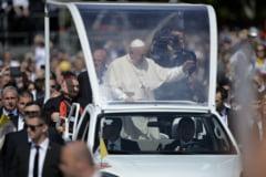 Un preot a gasit 5.000 de euro intr-o toaleta VIP, in timpul vizitei papei Francisc la Blaj