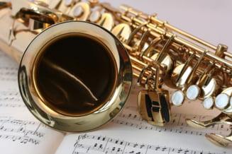 """Un primar a """"spart"""" aproape 300.000 de lei pentru dotarea caminului cultural cu instrumente muzicale la care nu are cine sa cante"""