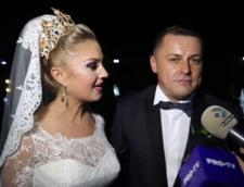 Un primar a facut nunta cu mii de invitati, in 7 locatii diferite. Petrecerea a fost transmisa pe ecrane uriase, dar si in direct la TV