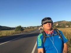 Un primar a plecat pe jos spre Bucuresti ca o forma de protest - vrea sa vorbeasca cu Iohannis si Tudose