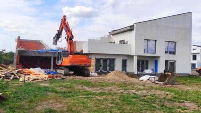 """Un primar din Timiș a început demolarea construcțiilor ilegale: """"Nu vă apucaţi de construit fără a avea acte"""""""