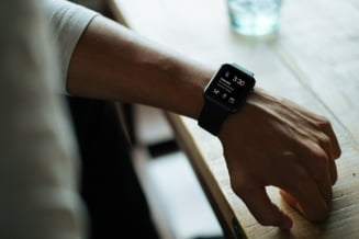 Un procuror a fost eliminat dintr-un concurs de promovare, pentru ca purta smartwatch