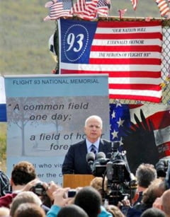 Un razboi total SUA-Rusia, solutia pentru pace in lume? McCain: Sa intensificam suferinta Rusiei