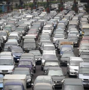 Un roman arestat in Italia avea 660 de masini inmatriculate pe numele sau