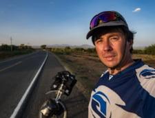 Un roman traverseaza Africa pe bicicleta: Cei din triburi sunt fericiti sa aiba grija de animalele lor si nu au nevoie de altceva