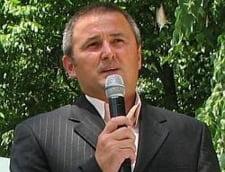 Un sef de ONG din Iasi, ridicat de mascati de la o audienta publica a primarului