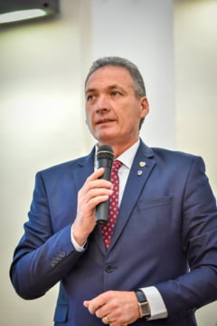 Un senator PSD si-a anuntat trecerea la PRU in ziua in care sotia a fost condamnata