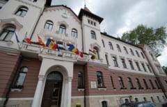 Un sindicat din Primaria Lugoj, aproape sa piarda procesul pentru taierea salariilor la masa verde