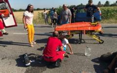 Un sofer baut a lovit in plin cu masina un alt autoturism. Un copil de 6 ani a fost ranit si transportat la spital