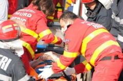 Un sofer de 73 de ani a provocat un grav accident rutier. O femeie si o fetita de 6 ani au ajuns la spital