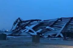 Un stat american a fost lovit de peste 30 de tornade in 24 de ore (Video)