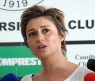 "Un stelist reaprinde razboiul: Fratii Becali, ""fierti"" pe Anamaria Prodan"