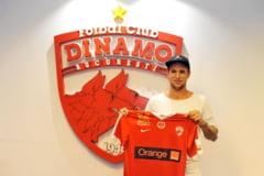 Un strain dat afara de la Dinamo il arata cu degetul pe Mutu
