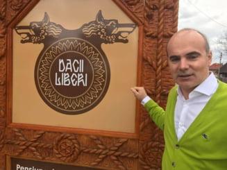 Un tablou cu portretul lui Rares Bogdan a fost expus la Muzeul Satului din Bucuresti. Cum explica directorul (Foto)