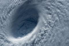 Un taifun a lovit Japonia cu vanturi de aproape 200 km/h. Cinci oameni au murit