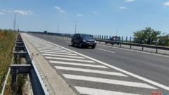 Un tanar de 19 ani a fost prins cu 214 kilometri la ora pe autostrada si depasind pe banda de urgenta
