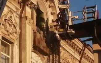 Un tanar din Turnu Severin a cazut din balconul casei care s-a desprins de perete