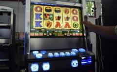 Un tanar giurgiuvean si-a varsat nervii pe un aparat de jocuri de noroc... si s-a ales cu un dosar penal!