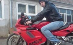 Un tanar si-a pierdut viata dupa ce s-a izbit cu motocicleta de un microbuz. Acesta nu avea permis de conducere pentru vehicul