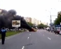 Un taximetrist a dat foc masinii dupa ce a fost amendat, in Bucuresti