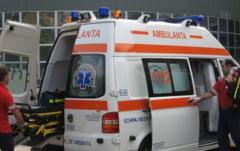Un taximetrist si pasagera sa au ajuns la spital, in urma accidentului de pe DN 5. Femeia este in coma!