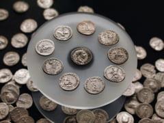 Un tezaur de monede din argint a fost descoperit la marginea unui drum de tara din Zalau