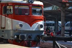 Un tir a intrat in tren: Soferul a murit, iar mecanicul a avut de suferit