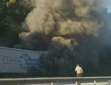 Un tir a luat foc pe autostrada Bucuresti Pitesti - trafic deviat spre Capitala
