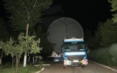 Un transport agabaritic traverseaza Baraganul. Pe ce ruta se deplaseaza convoiul