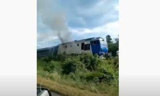 Un tren cu zeci de călători a fost cuprins de flăcări. Pe ce rută s-a întâmplat VIDEO