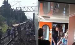 Un tren plin cu copii care se întorceau de la mare a rămas blocat 10 ore în câmp. Nu aveau nici apă, nici mâncare