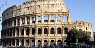 Un turist rus a vandalizat un perete al Colosseumului