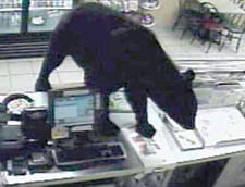 Un urs a fost la un fast food, dar a plecat flamand