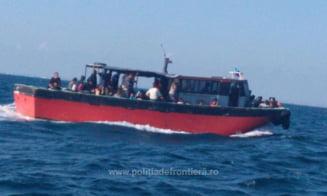 Un vapor plin cu refugiati a fost interceptat de granicerii romani in Marea Neagra