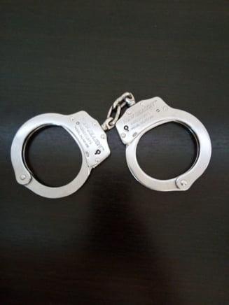 Un vasluian i-a furat bijuteriile unei femei, dupa ce a adormit-o cu somnifere in cafea
