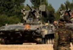 Un vehicul de lupta blindat a intrat intr-un stalp, la Galati